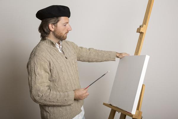 絵を描く準備をする人
