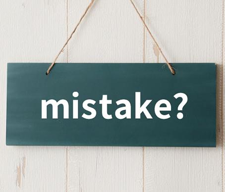 mistakeと書かれた看板