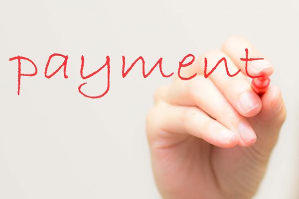 「payment」と手書きしている写真
