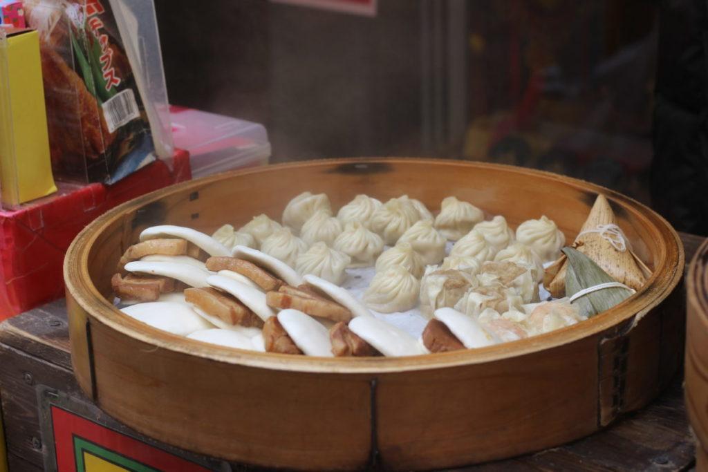写真:シュウマイと角煮マン