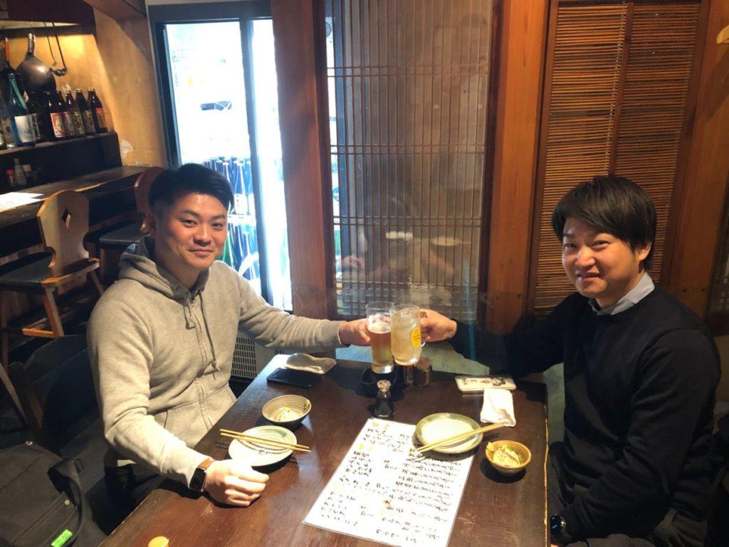 写真:乾杯する両社長