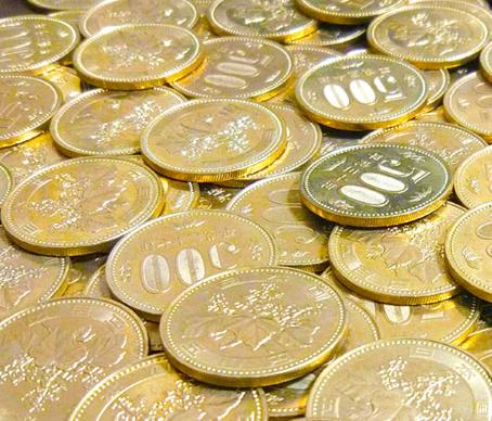 写真:散乱した500円硬貨