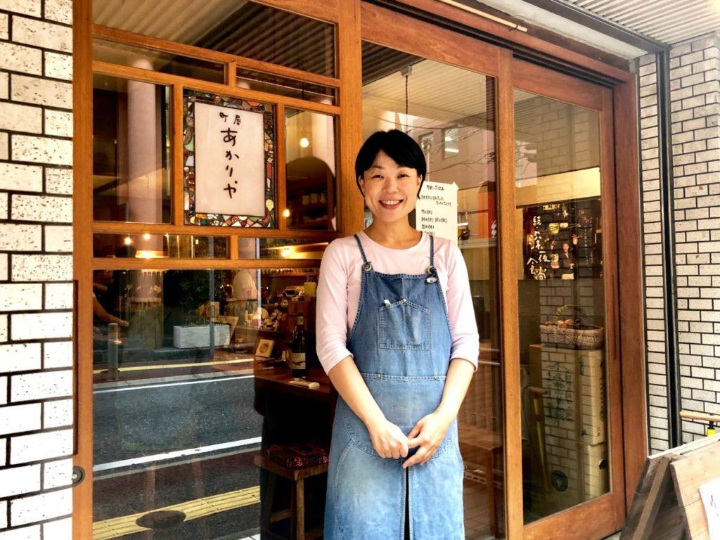 写真:笑顔をうかべる畑麻由子さん