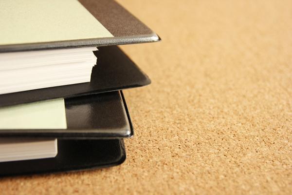 写真:ファイリングされた大量の書類