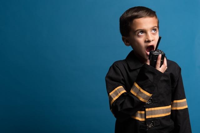 画像:男の子が指示を出している画像